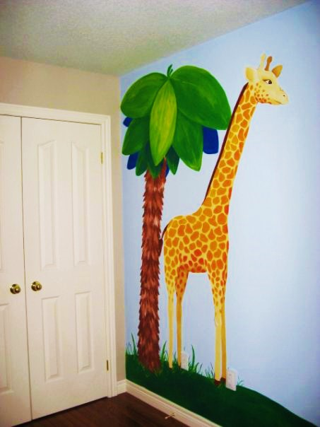 A jungle wall mural featuring a giraffe, painted by Adrienne of AboutMurals.ca