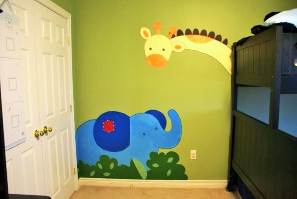 A safari mural featuring a giraffe and elephant painted by Adrienne of AboutMurals.ca
