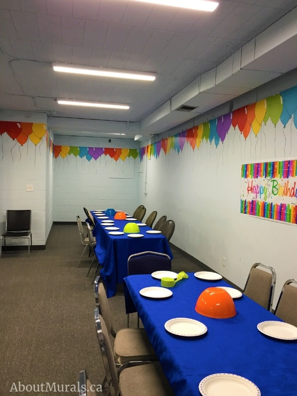 A balloon mural, painted by Adrienne of AboutMurals.ca, in Batter Zone's party room.